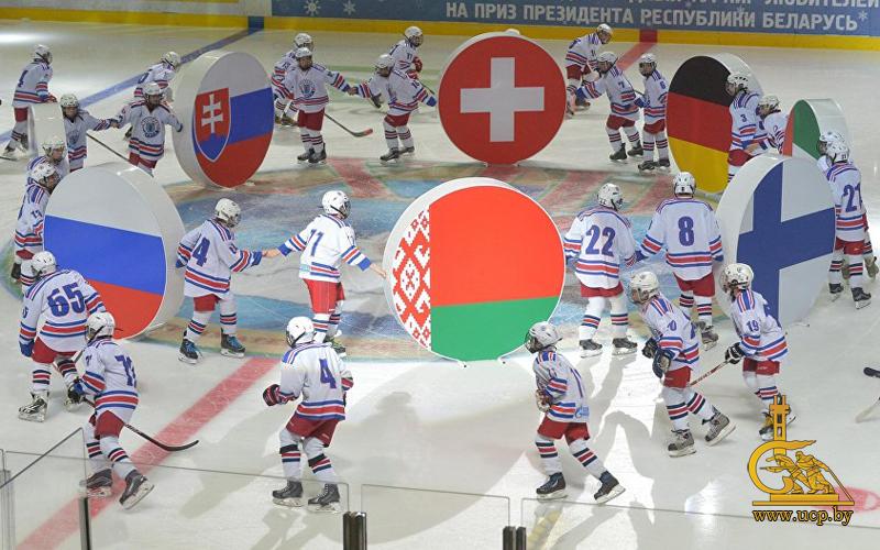Хоккейная команда александра лукашенко в десятый раз выиграла рождественский международный турнир любителей хоккея на