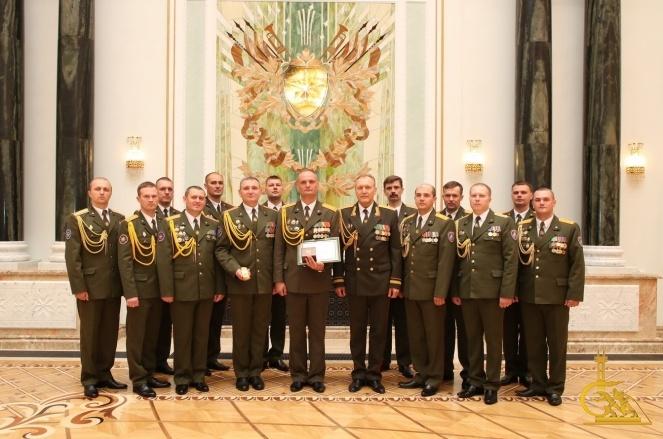 13 спасателей приняли участие в церемонии чествования выпускников военных вузов