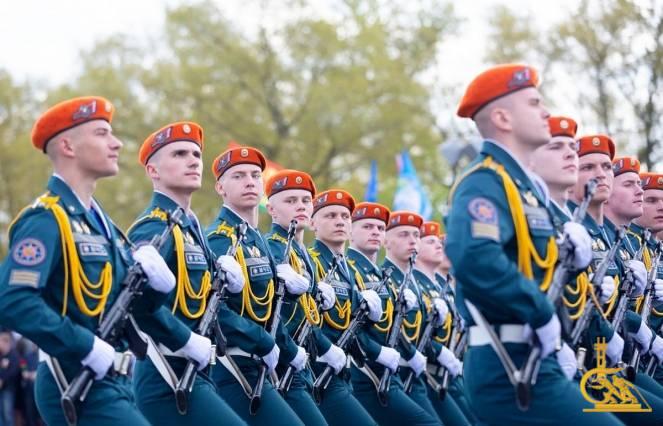 Курсанты и лицеисты МЧС приняли участие в Военном параде в ознаменование 75-й годовщины Победы (ОБНОВЛЕНО)