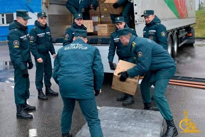 Курсанты МЧС оказали помощь в разгрузке гуманитарной помощи от правительства Китая